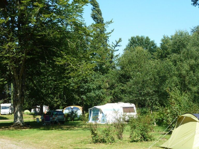 Emplacements camping spacieux